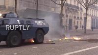 Paris chìm trong bạo loạn do biểu tình lan rộng
