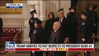 """Tổng thống Trump và Đệ nhất phu nhân dự lễ viếng cựu Tổng thống Bush """"cha"""""""