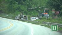 Ngang nhiên phá rào mở quán trên cao tốc Nội Bài - Lào Cai