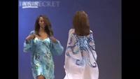 Tyra Banks trình diễn cho Victoria's Secret