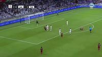 Adisak Kraisorn uy hiếp khung thành UAE ở phút 22