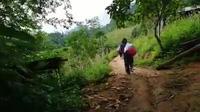 """Một ngày theo chân cô giáo vùng cao """"trèo đèo, lội suối"""" dạy học"""