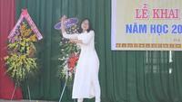 """Nữ sinh Đắk Nông hát dân ca trong lễ khai giảng gây """"sốt"""" mạng"""