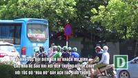 """Hà Nội: Xe khách đi như """"rùa bò"""" bên ngoài bến xe Mỹ Đình"""