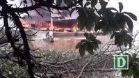 Tàu chở dầu trên sông bị bốc cháy