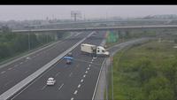 Xe công-ten-nơ quay đầu nguy hiểm trên cao tốc Hà Nội - Hải Phòng