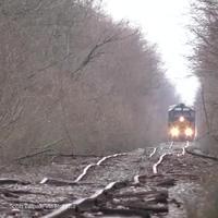 Rùng mình đoàn tàu di chuyển trên tuyến đường ray xuống cấp nghiêm trọng