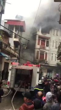 Cháy quán karaoke trong ngõ nhỏ ở Hà Nội