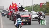 Siêu độc: CĐV Hà Nội lái máy cày đi cổ vũ ĐT Việt Nam