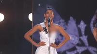 Hoa hậu Ấn Độ gặp sự cố tuột váy làm lộ ngực tại Hoa hậu Hoàn Vũ Thế giới 2018