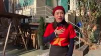 Diệu Nhi cổ vũ đội tuyển Việt Nam từ Hàn Quốc