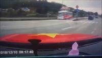 Kinh hãi khoảnh khắc xe container mất lái gây tai nạn kinh hoàng
