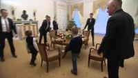 Tổng thống Putin tặng món quà đặc biệt cho cậu bé mắc bệnh xương thủy tinh