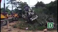 Hiện trường vụ xe bồn mất phanh đâm vào xe khách tại Lai Châu khiến 13 người thiệt mạng