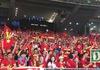 Cổ động viên Việt Nam sớm hâm nóng Bukit Jalil