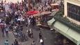 Cổ động viên quá khích Pháp tấn công một cửa hàng