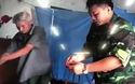 Hình ảnh về hành trình tìm kiếm các mảnh vỡ máy bay và hài cốt 2 phi công được trình chiếu lại trong buổi mở nắp quách
