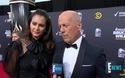 Bruce Willis tươi tắn trên thảm đỏ