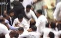 Nghị sĩ Sri Lanka ẩu đả tập thể ngay giữa cuộc họp quốc hội