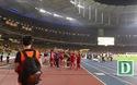 Tuyển thủ Việt Nam tri ân cổ động viên trên sân Bukit Jalil