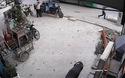 Chạy theo đón xe buýt, người đàn ông rơi xuống cống tử vong