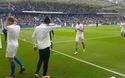 Các cầu thủ Brighton khởi động trước trận chiến với MU