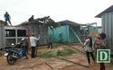 Phụ huynh xã nghèo chung tay sửa nhà bán trú cho con em