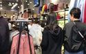 Gió lạnh đầu mùa, dân Hà Nội ùa đi mua quần áo rét