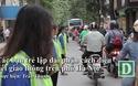 Bạn trẻ lập dải phân cách chia làn giao thông trên đường Hà Nội