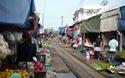 Chợ đường tàu nguy hiểm ở Thái Lan