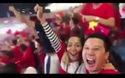 """Màn ăn mừng quá """"tình"""" của vợ chồng Hoàng Bách trong trận Việt Nam - Philippines"""