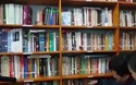 Tủ sách phục vụ miễn phí của gia đình thầy Đông