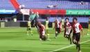Cầu thủ nhí làm động tác rắn trườn đầy ấn tượng sau pha sút phạt thành bàn