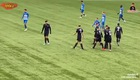 Văn Hậu tự tin trao đổi với đồng đội trong trận đấu. Nguồn: Youtube Tuyền Lê