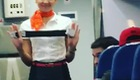 CĐV Brazil trêu chọc nữ tiếp viên hàng không Nga