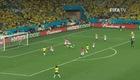 Fred ngã trong vòng cấm tạo nên quả penalty cho Brazil.