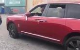 Khui công Rolls-Royce Cullinan màu đỏ đầu tiên Việt Nam