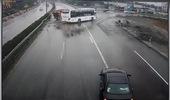 Xe cứu hỏa và xe khách va chạm trên cao tốc