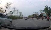 Ô tô đi ngược chiều trên đường Võ Chí Công
