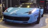 Vất vả mang bộ đôi siêu xe Ferrari vào showroom
