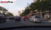 Giao thông mùa nắng nóng: Ô tô ơi hãy trả lại làn đường cho xe máy!