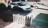 Chiếc Honda Civic từ bỏ sau 8 phút chen chân vào khoảng trống bất thành