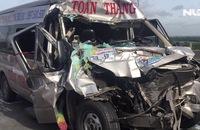 Xe khách húc đuôi container trên cao tốc, 4 người trọng thương