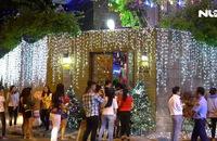 Dòng người chen chân vào biệt thự Đàm Vĩnh Hưng chụp ảnh Giáng sinh