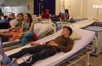 Gần 100 công nhân nhập viện sau bữa ăn chiều