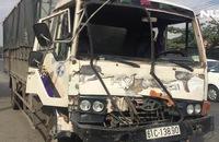 Xe tải nát đầu trên QL 51, tài xế chết kẹt trong cabin