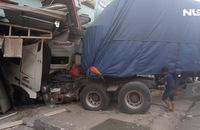 Sáu người thoát chết trong gang tấc khi xe container lao vào nhà
