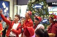Người dân nô nức đi chơi Noel