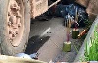 Xe tải chạy ngược chiều, tông chết 2 người đi xe máy
