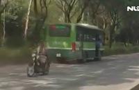 Tạm đình chỉ tài xế lái xe buýt chạy ngược chiều